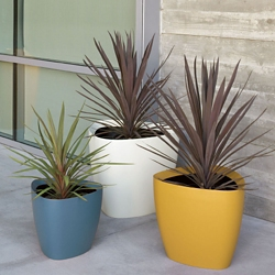 "Fiberglass Triangular Planter - 30""DIA, 82498"